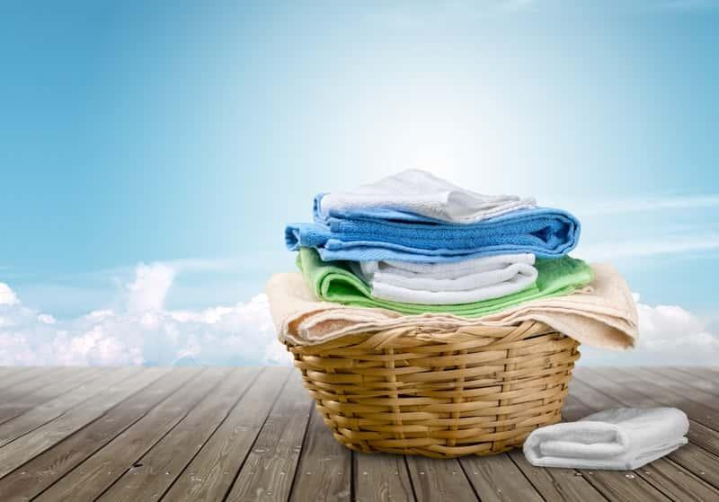 Wyprane ręczniki w koszyku