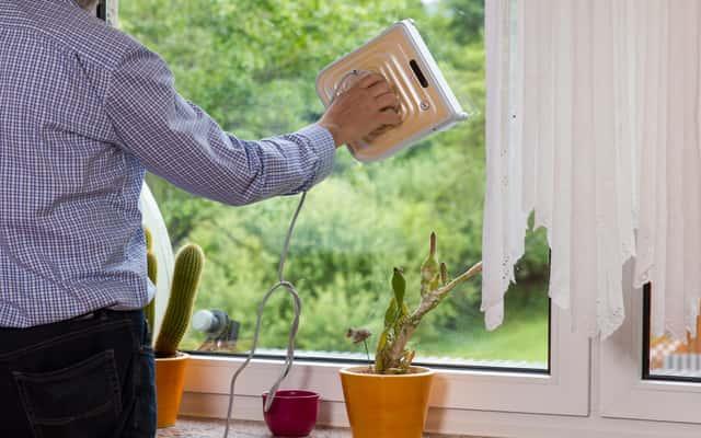 Robot do mycia okien – sposób działania, opinie, cena, skuteczność