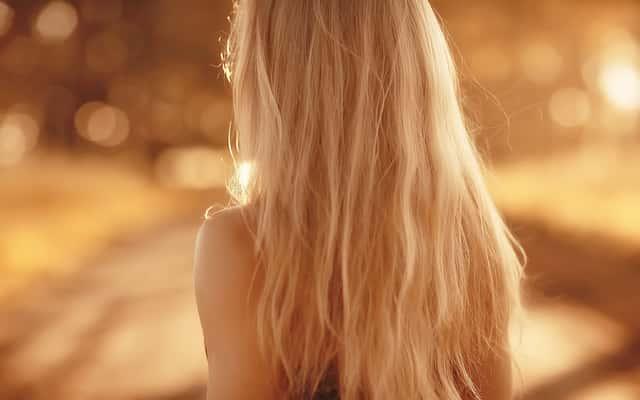 Jak rozjaśnić włosy? Poznaj 5 najlepszych domowych sposobów