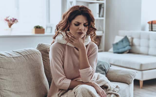 Domowe sposoby na ból gardła – 3 tradycyjne i skuteczne metody