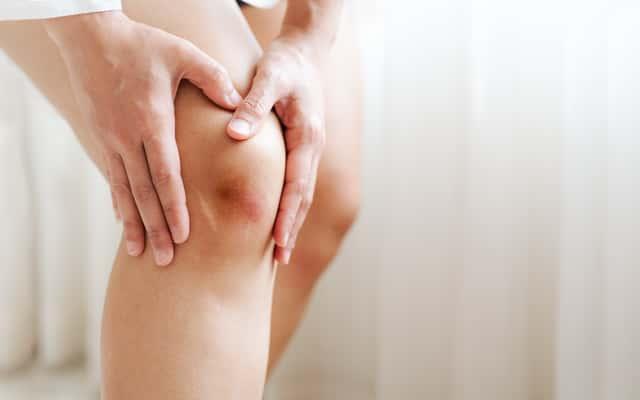 Domowe sposoby na stłuczenia – oto 5 najlepszych metod łagodzenia bólu
