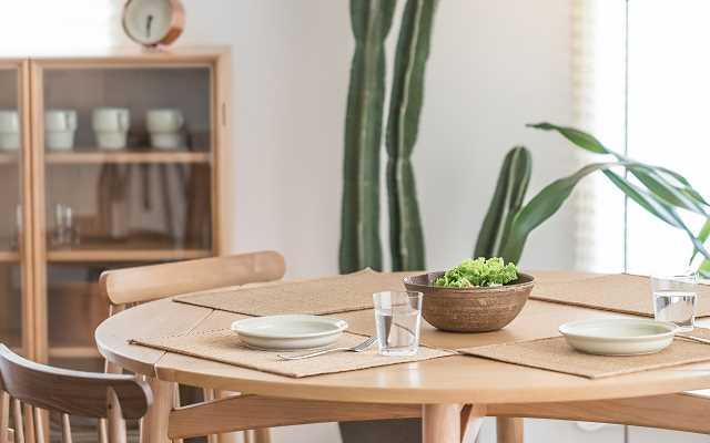 Jaki stół do salonu wybrać?