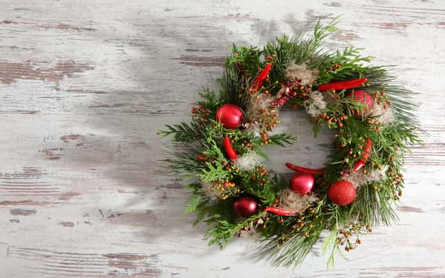 Jak zrobić stroik świąteczny na stół krok po kroku – praktyczny poradnik