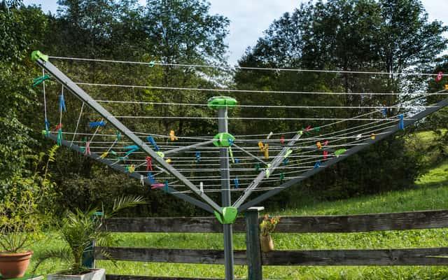 Suszarka ogrodowa na pranie - co najlepiej sprawdzi się w ogrodzie?