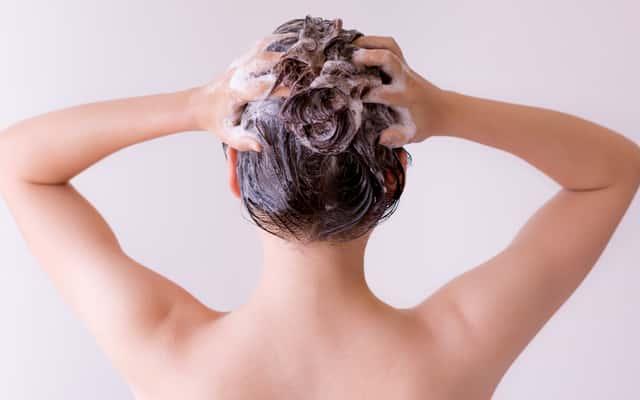 Jaki szampon na wszy wybrać? Sprawdzamy najlepsze preparaty na rynku