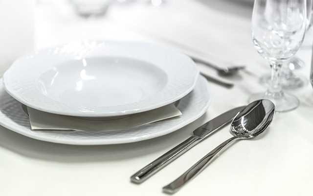 Jak przygotować stół na uroczystość rodzinną?