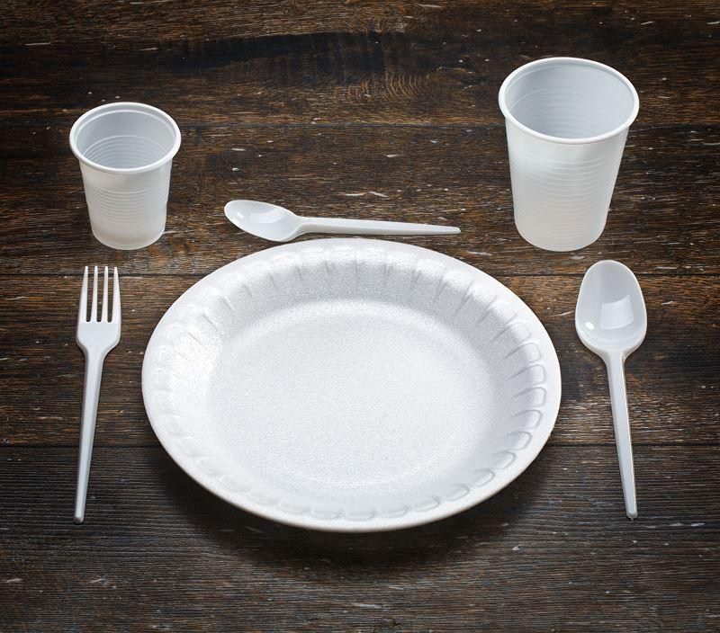 Parlament Europejski wprowadził zakaz produkcji jednorazowych produktów z plastiku które mogą być zastąpione alternatywnymi materiałami