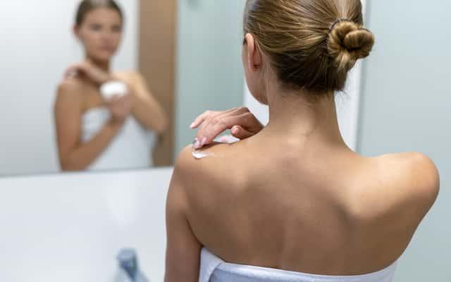 Wągry na plecach - przyczyny, objawy, skuteczne sposoby leczenia