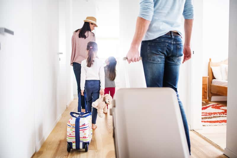 Jak spakować walizkę do samolotu krok po kroku? Praktyczny poradnik