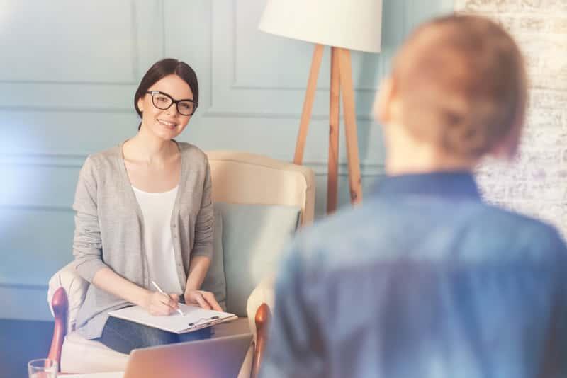 Jak wygląda wizyta u psychologa? Opisujemy całą wizytę krok po kroku