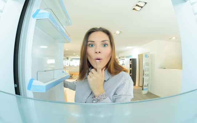 Woda w lodówce - co zrobić, gdy w lodówce zbiera się woda?