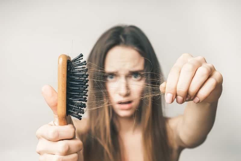 Domowe sposoby na wypadanie włosów – 5 naturalnych i skutecznych metod