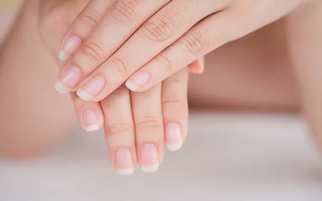 Jak wzmocnić paznokcie? Najlepsze sposoby na wzmocnienie paznokci