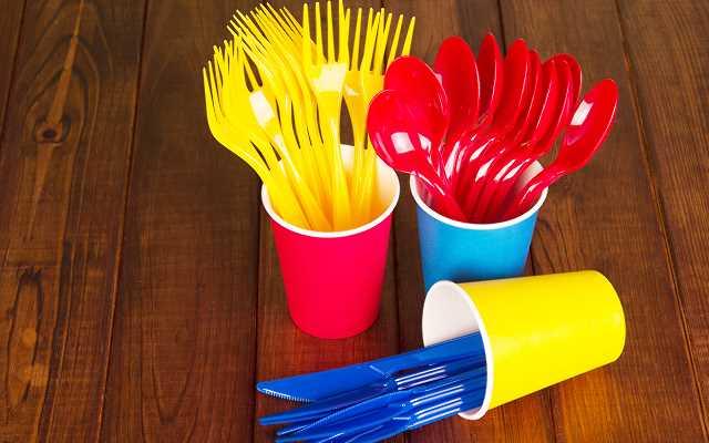 Unia zakazuje plastikowych sztućców - czy jest się o co martwić?
