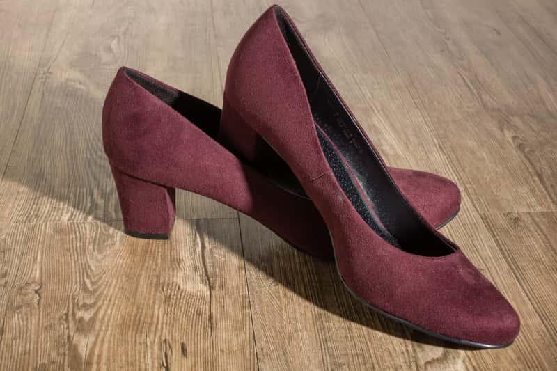 Jak rozciągnąć buty zamszowe? Oto najpopularniejsze domowe sposoby