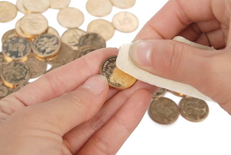 Czyszczenie złotych monet