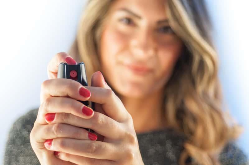 Jak zmyć lakier do paznokci z ubrania? Poradnik praktyczny