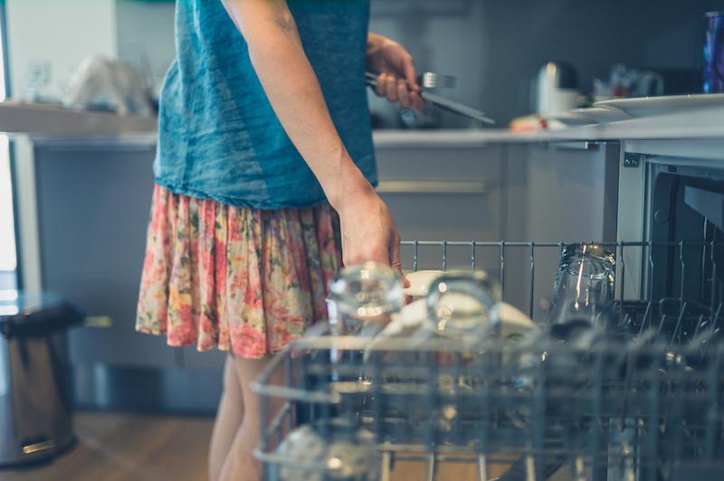 Jak wybrać zmywarkę? Opinie, porady, popularne marki i modele, ceny