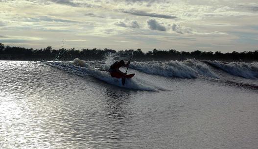O tym marzą surferzy! Niekończąca się fala Pororoca