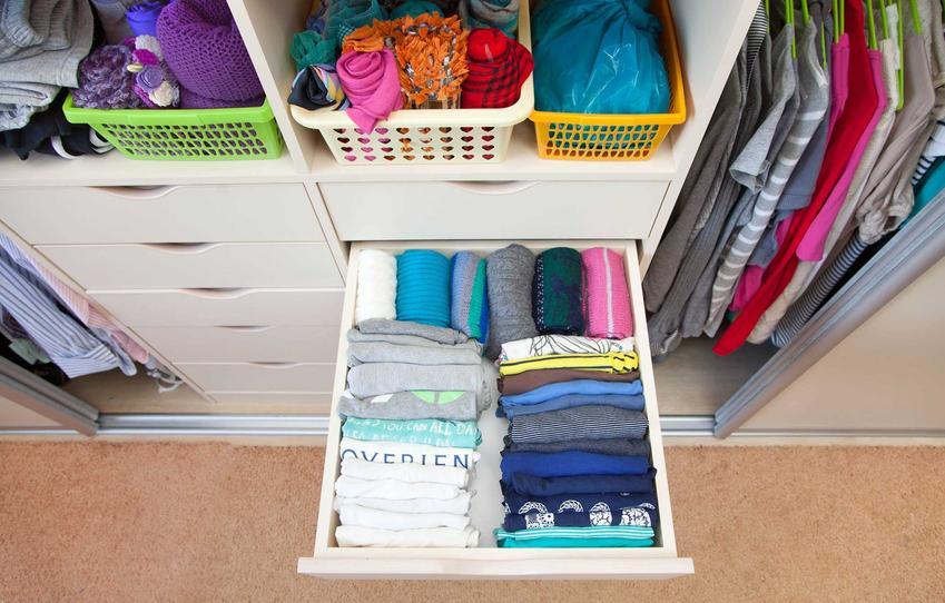 Porządki w szafie oraz porady, co można robić w domu i sposoby na nudę w domu, czyli co robić w mieszkaniu