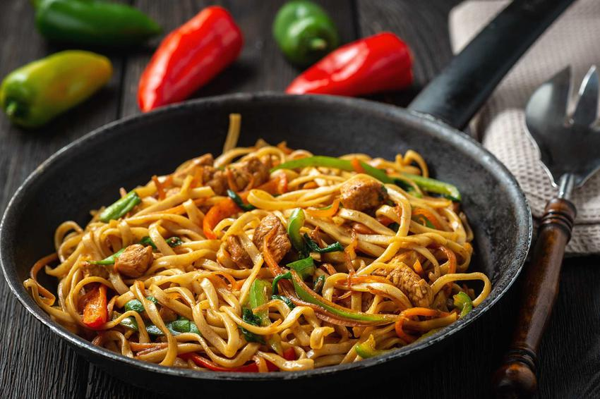 Dobra chińszczyzna z makaronem lub z ryżem, czyli jak zrobić chińszczyznę w domu, a także najlepsze przepisy i sposoby