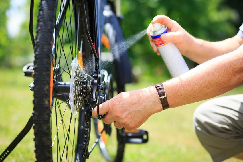 Konserwacja łańcucha rowerowego oraz porady, jak usunąć rdzę z roweru krok po kroku i środki do czyszczenia rowerów