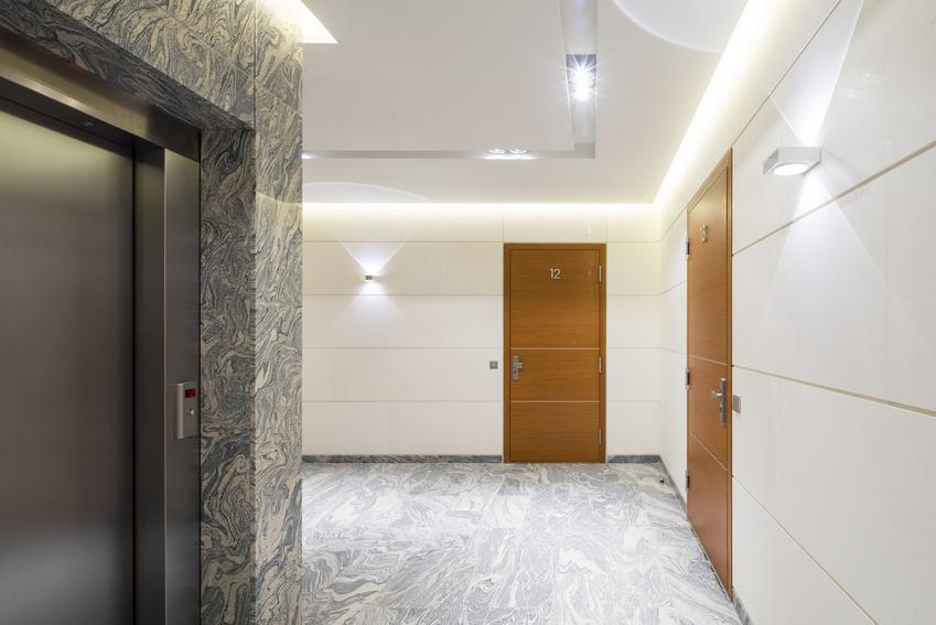 Drzwi wejściowe do mieszkania w bloku oraz sposoby wyciszanie drzwi