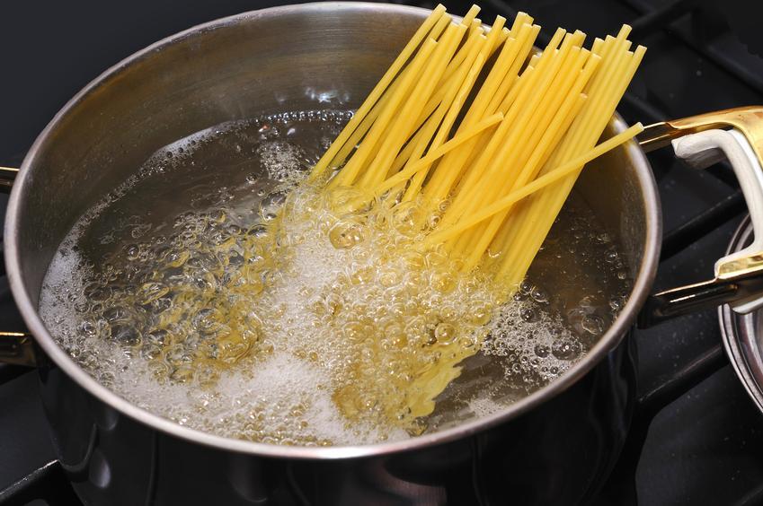 Gotowanie makaronu al dente na spaghetti, czyli jak ugotować makaron