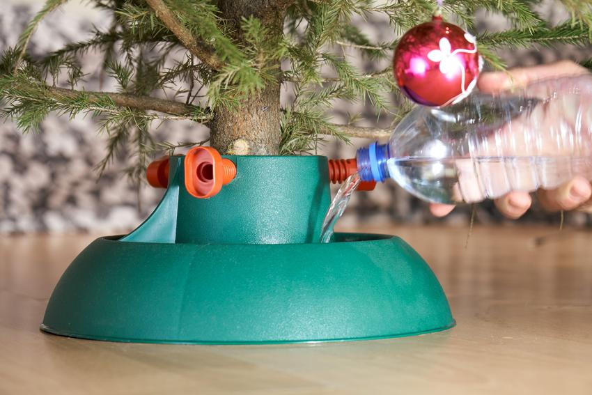 Plastikowy stojak pod choinkę oraz inne rodzaje, jak metalowy stojak choinkowy