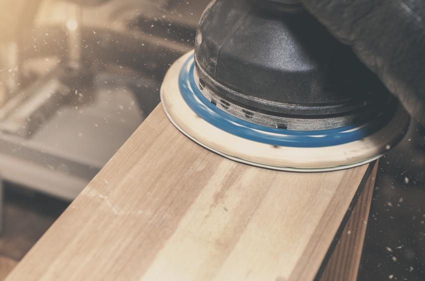 Szlifowanie drewna szlifierką, oraz praktyczne porady, czym szlifować drewno