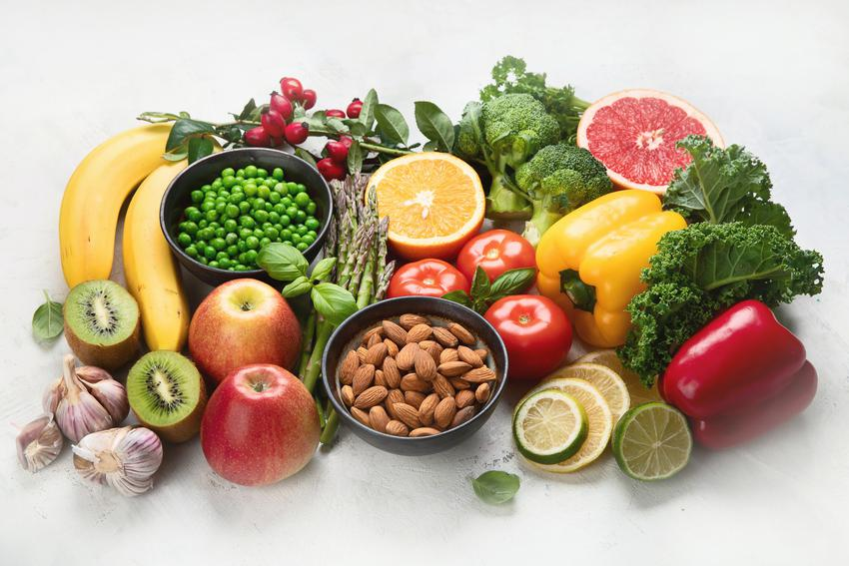 Warzywa, owoce i inne produkty na białym tle, czyli porady co ma najwięcej witaminy C