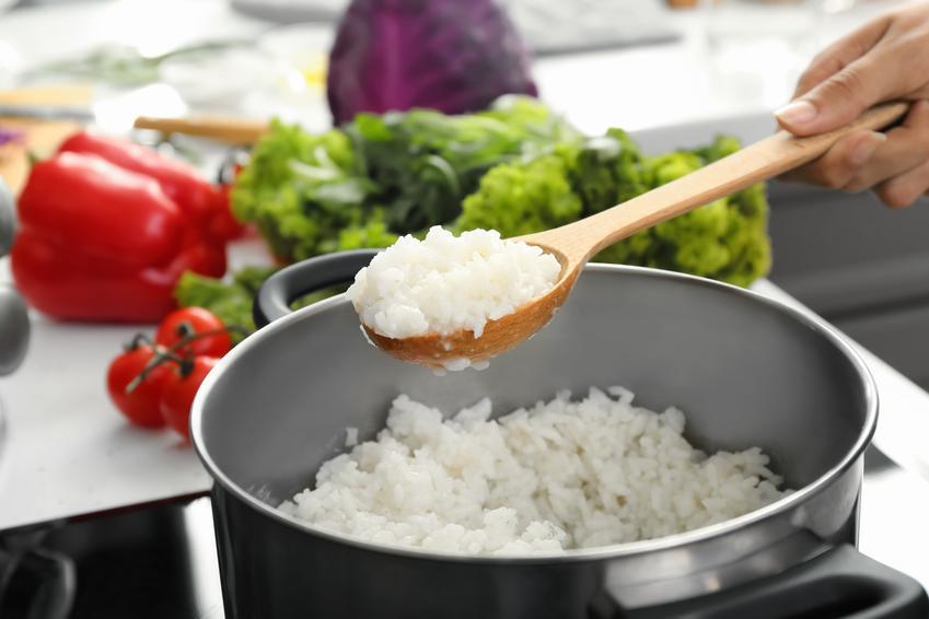 Ryż w garnku podczas gotowania, czyli przepisy i porady, jak ugotować ryż