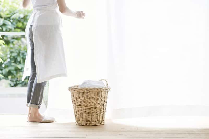 Ręczne pranie firanek, a także pranie firanek w inny sposób, metody, proszki i płyny, porady krok po kroku