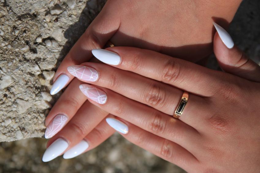 Pięknie ozdobione paznokcie hydrydowe oraz porady, jak zrobić hybrydę krok po kroku