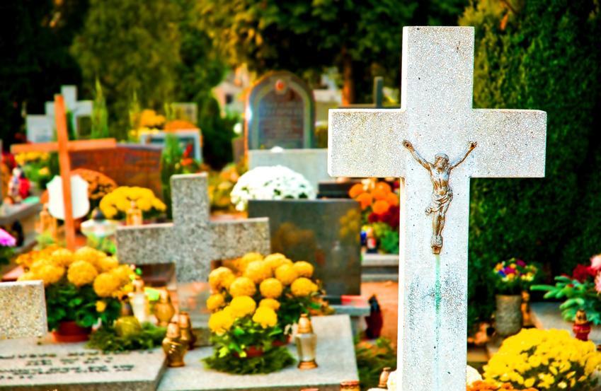 Kompozycje wielkanocne na grobach na cmentarzu, a także stroiki wielkanocne na cmentarz