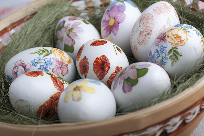 Jajka wielkanocne decoupage w koszyku oraz  jak ozdobić jajka styropianowe na wielkanoc