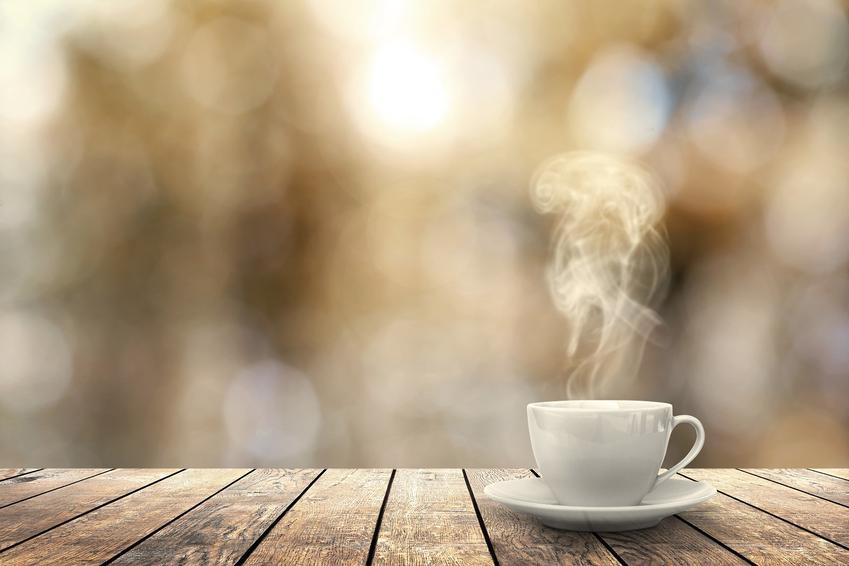 Dlaczego warto mieć w domu stolik kawowy?