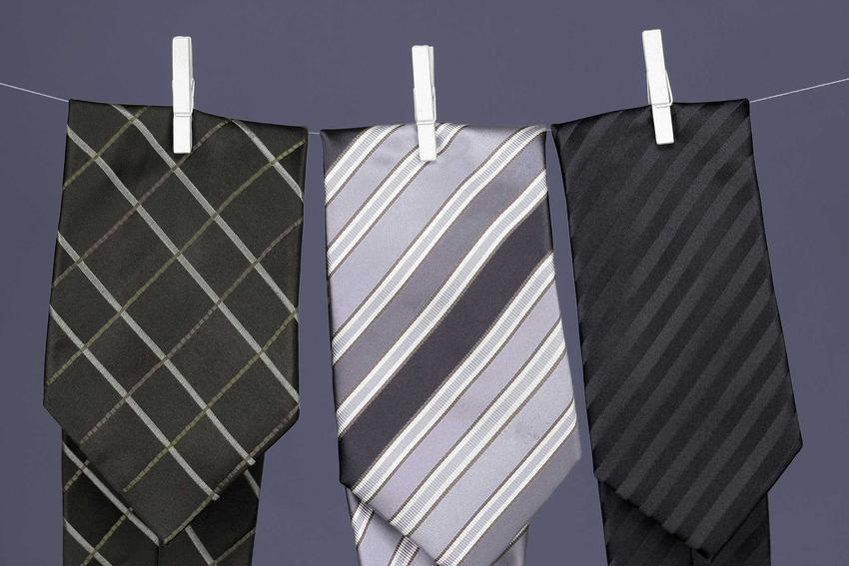 Pranie krawata nie jest trudne, jednak trzeba zrobić to prawidłowo, żeby krawaty nie zniszczyły się i nie zniekształciły się za bardzo.