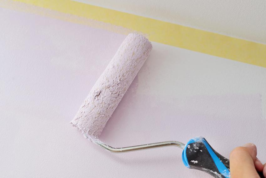 Malowanie ściany na biało wałkiem, a także porady, jak pomalować pokój krok po kroku