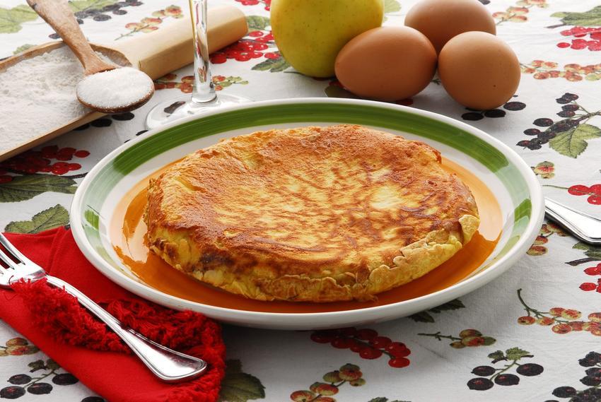 Omlet puszysty na talerzu oraz przepis na omlet na słodko i jak zrobić omlet na słodko