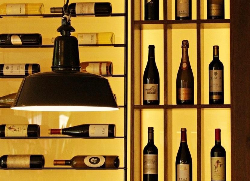 Na co zwrócić uwagę wybierając półkę na wino?