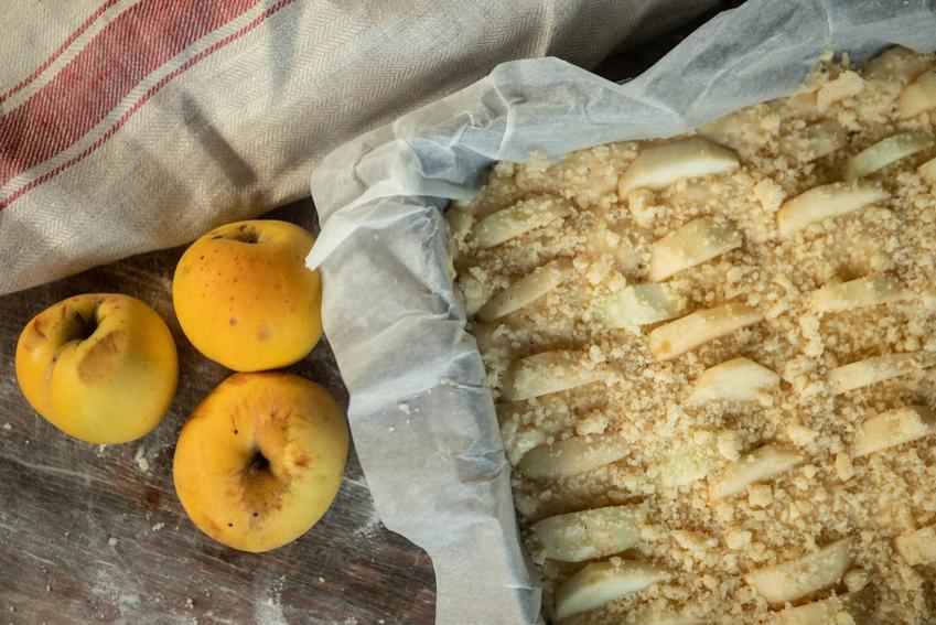 Idealna kruszona do ciasta surowa na jabłeczniku, a także porady, jak zrobić kruszonkę