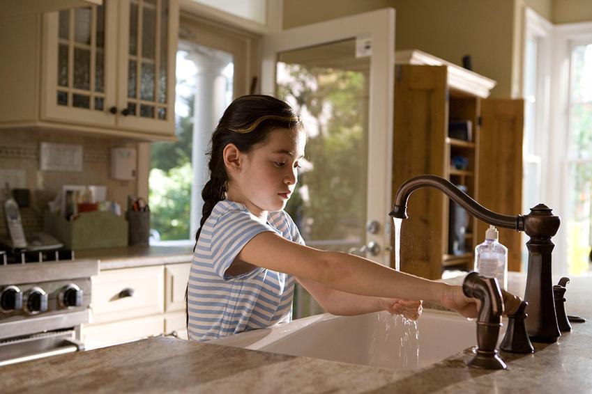 Jak stworzyć bezpieczną kuchnię dla maluchów? Kilka praktycznych porad