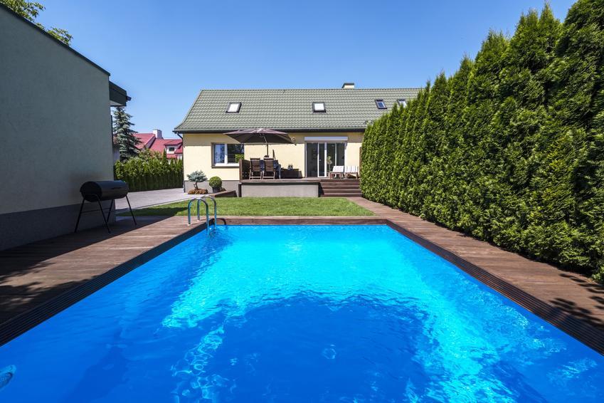 Basen wykopany w ziemi na podwórku, a także porady, jak podgrzać wodę w basenie