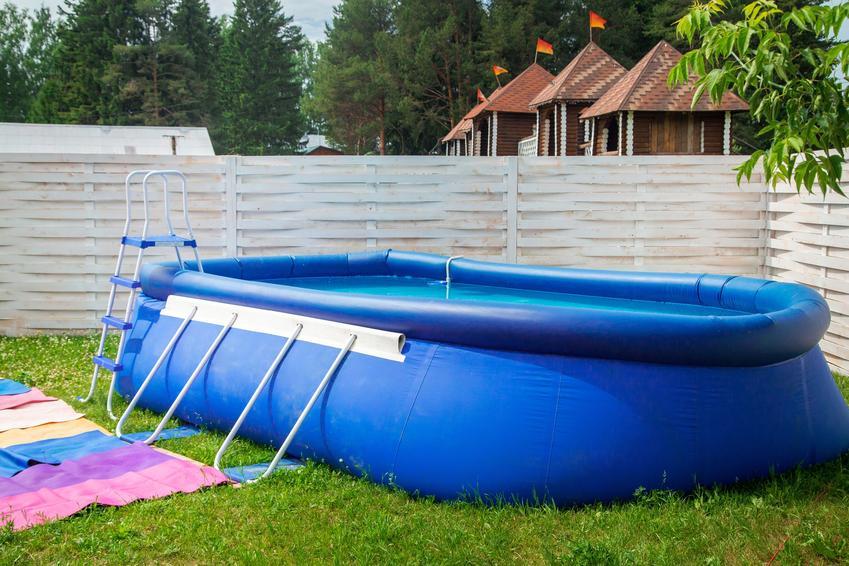 Basen roskładany ogrodowy, a także porady, jak podgrzać wodę w basenie