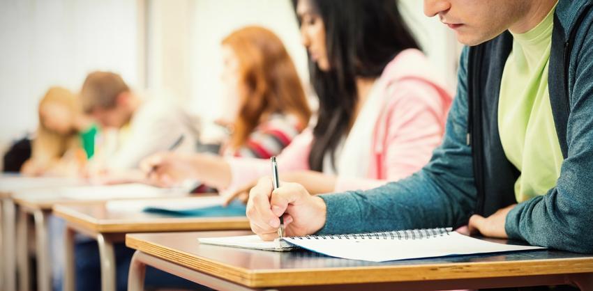 Młodzież w szkole, a także porady i wskazówki, jak napisać rozprawkę