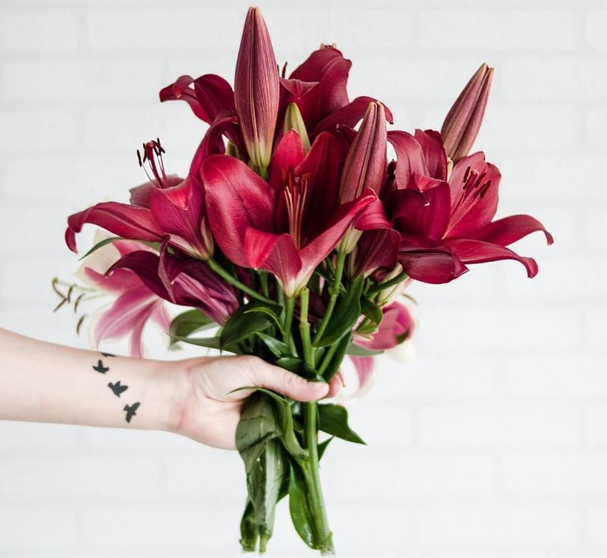 Skąd się wziął zwyczaj wręczania kwiatów?