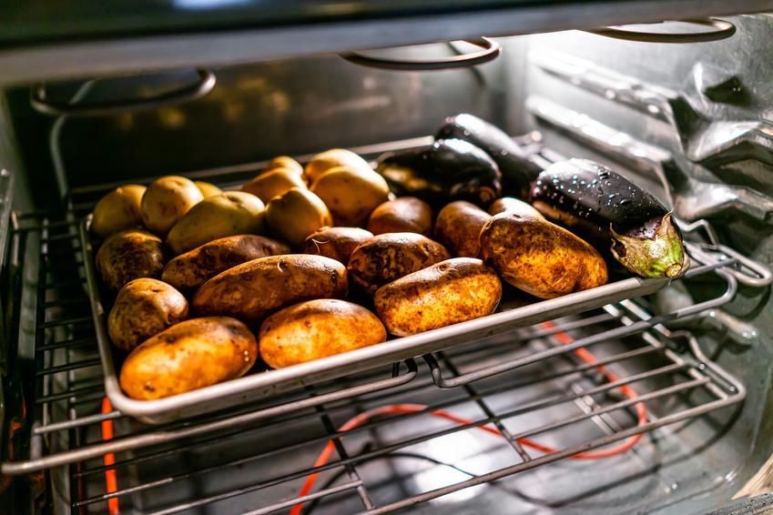 Ziemniaki w całości w piekarniku, a także pieczone ziemniaki w piekarniku i przepisy