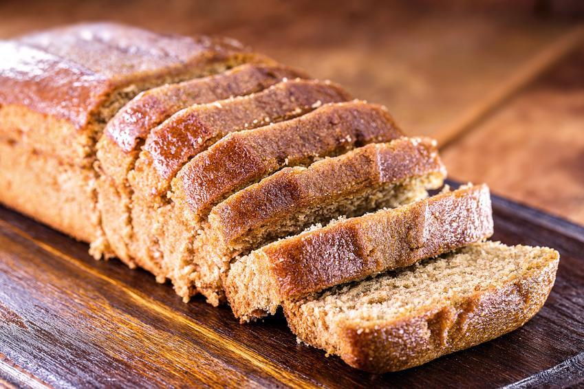 Ciasto bezglutenowe na drewnianej desce, a także przepisy na ciasta bez glutenu