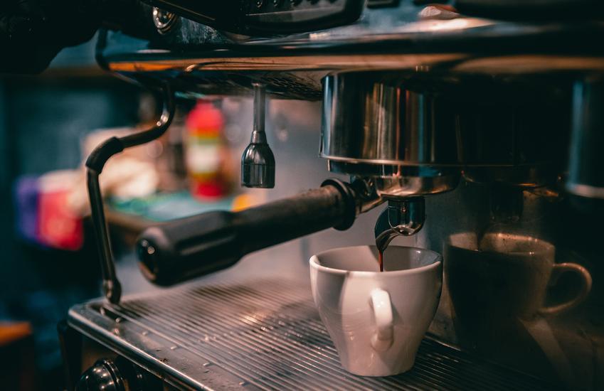 Philips LatteGo, De'Longhi, Saeco czy Jura? Jaki ekspres do kawy warto kupić?